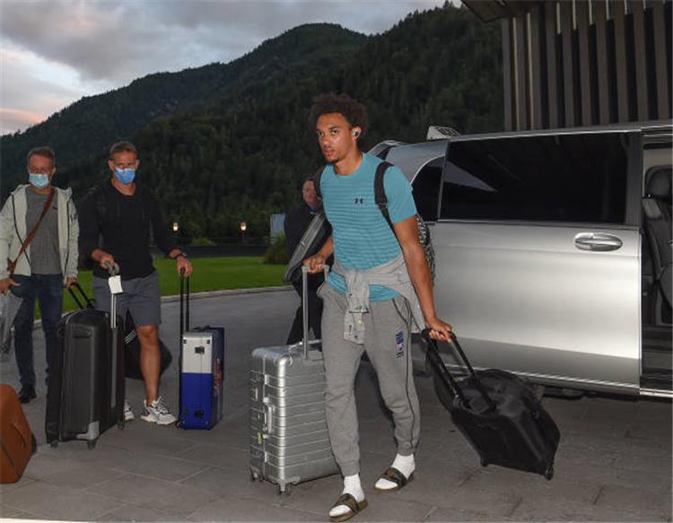 أرنولد يصل إلى معسكر النمسا