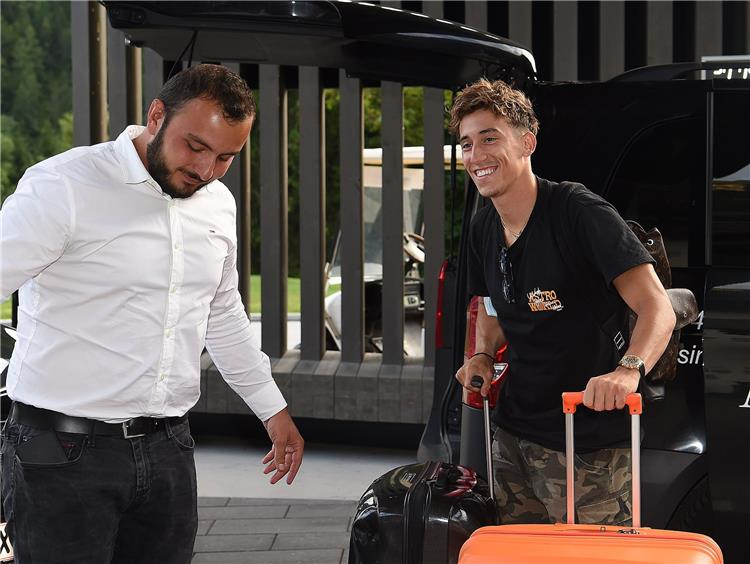 تسيميكاس يصل إلى معسكر النمسا