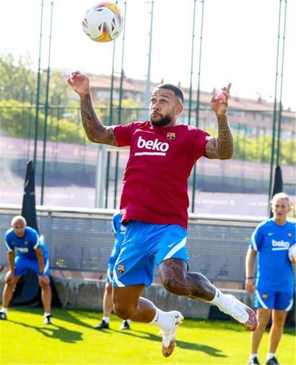 ديباي في تدريبات برشلونة