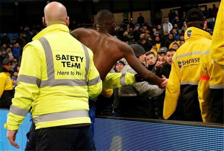 روديجر يعتذر لمشجع بإعطائه قميصه بعد الهزيمة المُذلة من مانشستر سيتي