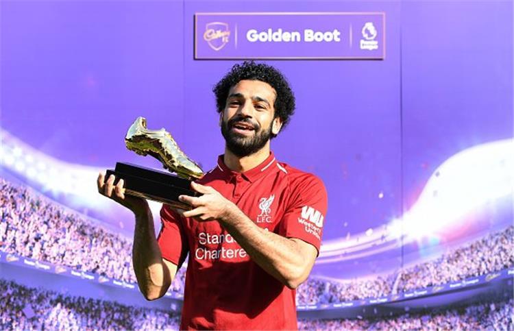 فيديو محمد صلاح هداف الدوري الإنجليزي ويستلم جائزة الحذاء الذهبي