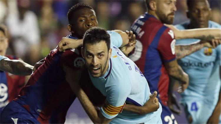 نجم برشلونة يطالب برفع راتبه والإدارة تخشى رحيله