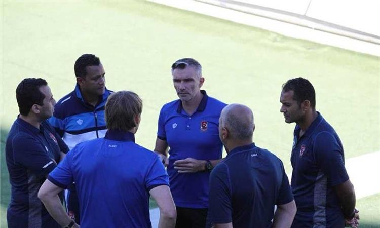 كارتيرون يعقد المحاضرة الأخيرة مع اللاعبين قبل مواجهة حوريا الغيني