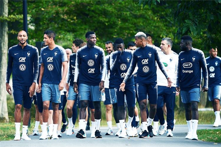 ديشامب يستبعد نجمي برشلونة وسان جيرمان قائمة فرنسا لمواجهة ألمانيا