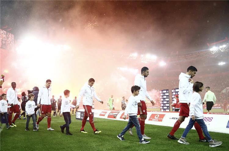 احمد حسن كوكا خارج التشكيل الأساسي لأولمبياكوس أمام دوديلانج