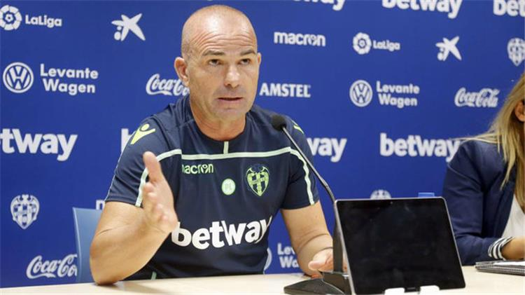 Paco L pez during a press conference with Levante