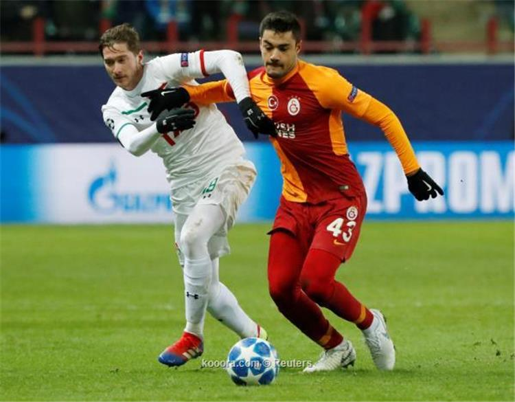 روما يستعد لضم مدافع جالطة سراي مع منافسة إنجليزية فرنسية