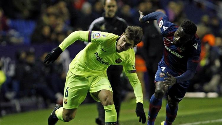 Barcelona and Arsenal are looking for a formula for the departure of Denis Suarez 1