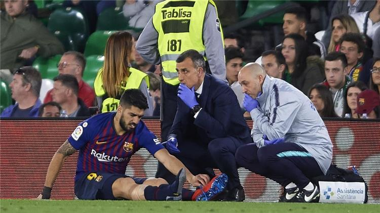 Officially .. Barcelona announces injury Suarez twisting the ankle 87