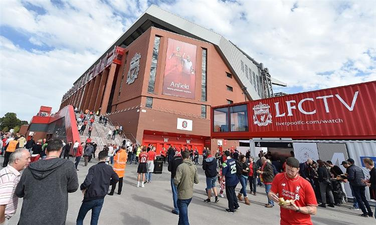 Liverpool in an official statement: we will treat Barcelona similarly and we will support our fans financially in the tickets for the first leg