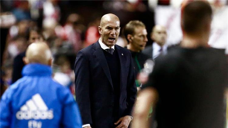 ليكيب تكشف تفاصيل مشادة زيدان مع لاعبي ريال مدريد أثناء مواجهة رايو فاييكانو