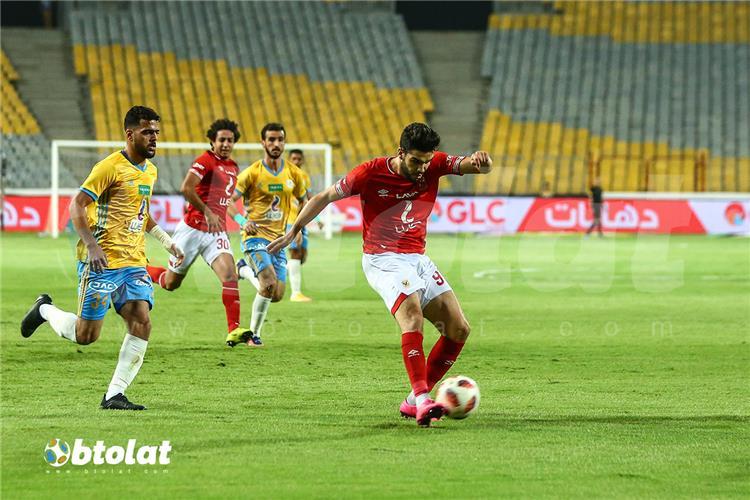 وليد ازارو في مباراة الأهلي والاسماعيلي