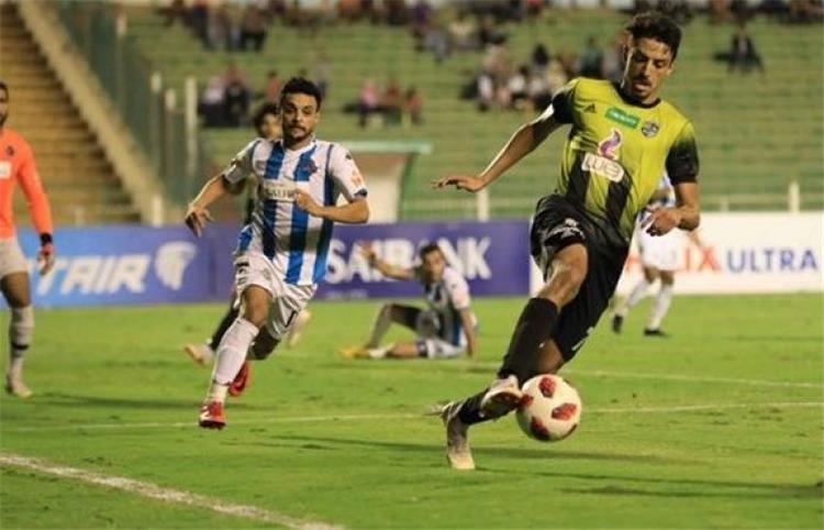 طاهر محمد طاهر لاعب المقاولون