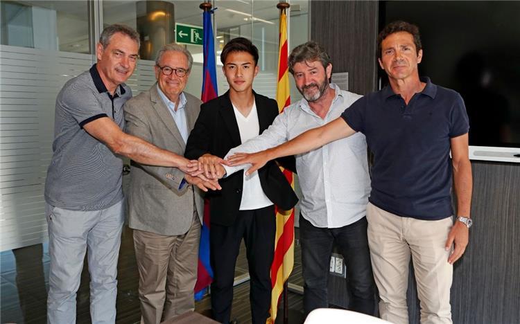 هيروكي آبي لاعب برشلونة الجديد