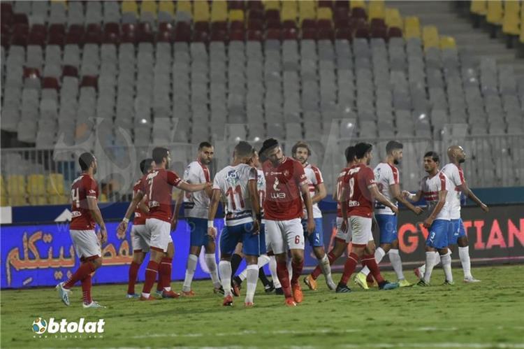 مشادة بين لاعبي الأهلي والزمالك في السوبر المصري ومعلول