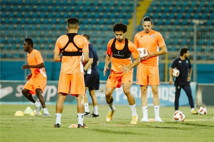 ديسابر يعلن قائمة بيراميدز لمباراة سموحة في الدوري المصري -