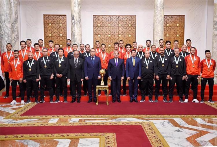 رئيس الجمهورية مع ومنتخب مصر الأولمبي