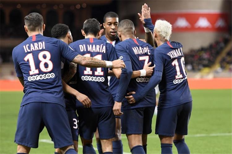 احتفال لاعبو باريس سان جيرمان بالهدف الأول في مرمى موناكو
