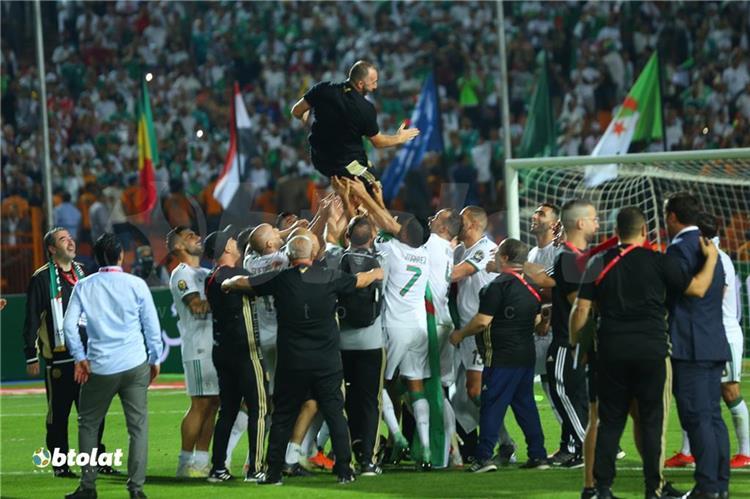تتويج منتخب الجزائر