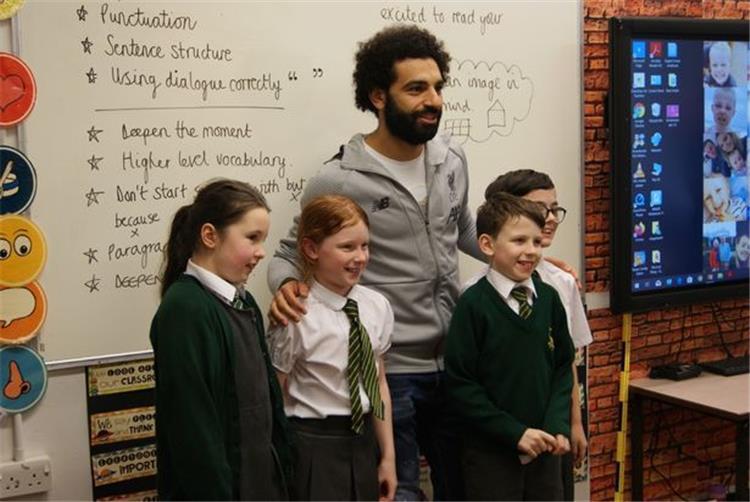 محمد صلاح مع التلاميذ