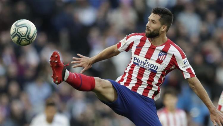 مدافع أتلتيكو مدريد: فيرمينو أخطر لاعبي ليفربول.. وسيميوني أفضل من كلوب -