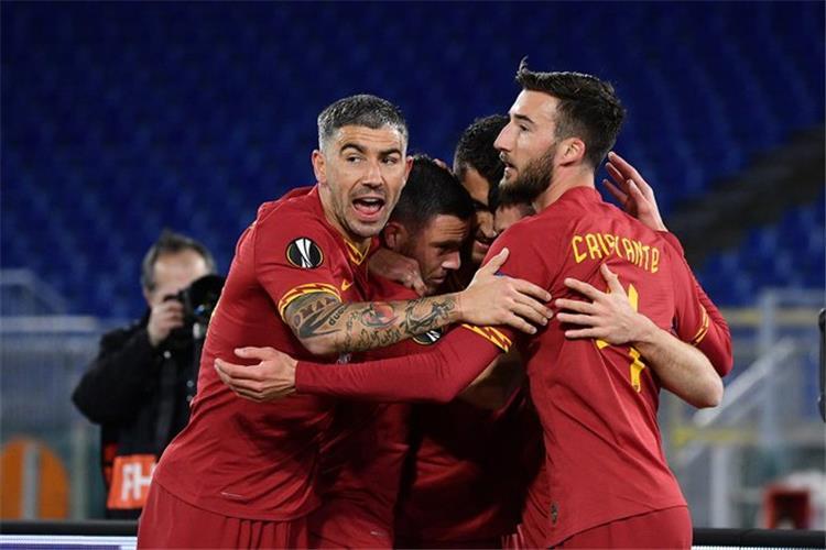 احتفال لاعبي روما بهدف بيريز