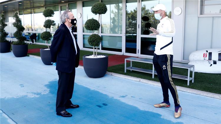 بيريز وزيدان في مقر تدريبات ريال مدريد