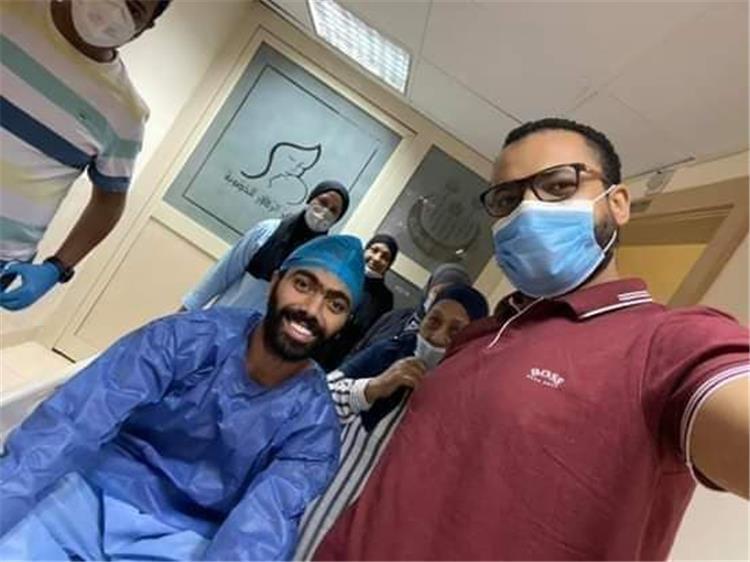 حسين الشحات يجري عملية الفتق