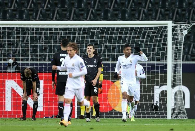 كاسيميرو من مباراة ريال مدريد ومونشنجلادباخ