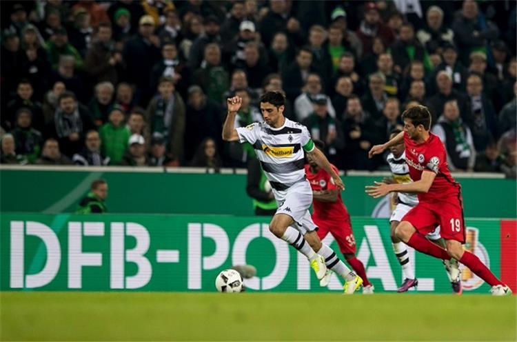 كأس ألمانيا آينتراخت فرانكفورت إلى النهائي م نتظر ا الفائز من بوروسيا دورتموند وبايرن ميونخ