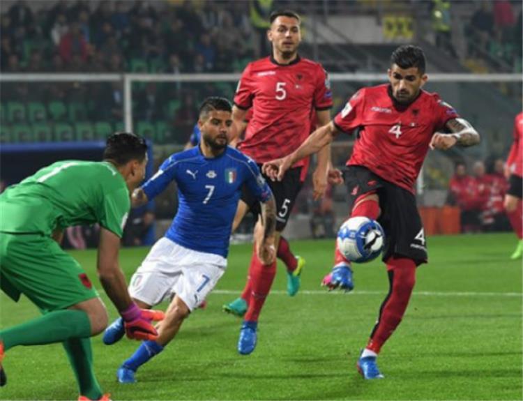 هيساج من مباراة لألبانيا وإيطاليا