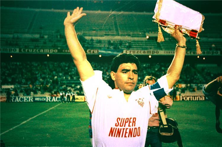 دييجو ارماندو مارادونا بقميص إشبيلية