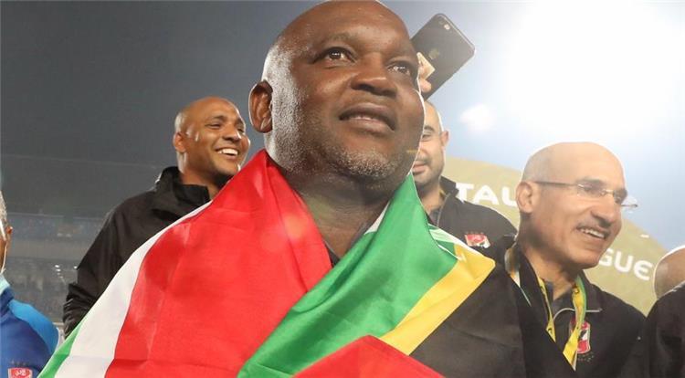 موسيماني يحتفل بعلم جنوب إفريقيا