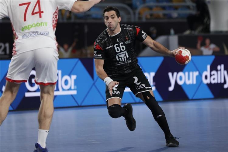 احمد الاحمر لاعب منتخب مصر