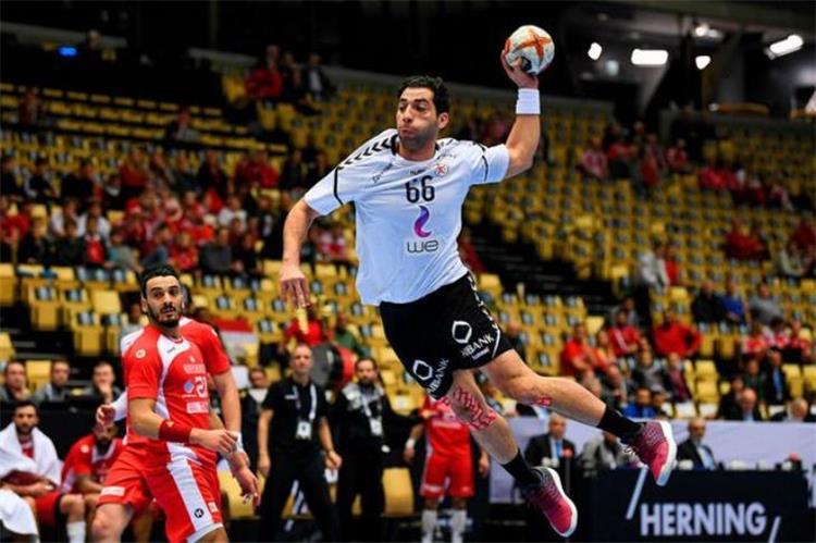 احمد الأحمر لاعب الزمالك ومنتخب مصر لكرة اليد