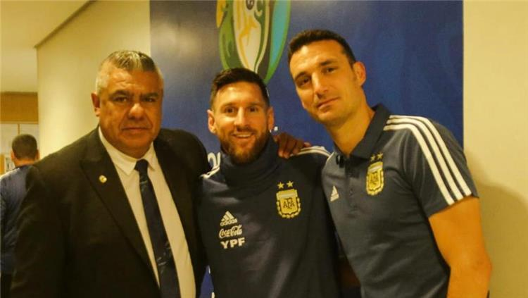 ميسي وسكالوني وتابيا رئيس الاتحاد الأرجنتيني