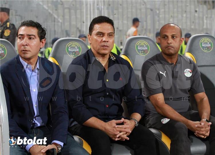 طارق مصطفي مع الجهاز الفني لمنتخب مصر