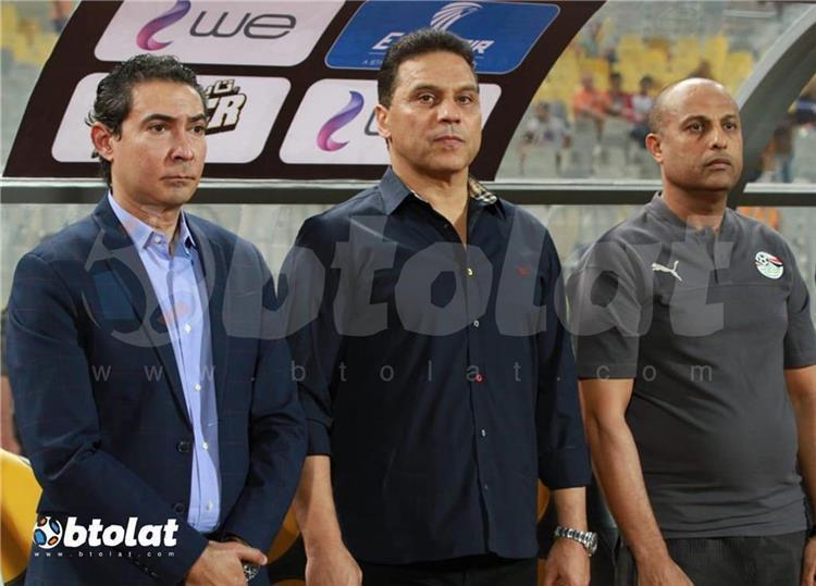 حسام البدري مع مدربي منتخب مصر