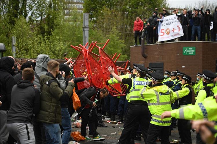 الشرطة تدين احتجاجات جماهير مانشستر يونايتد قبل مواجهة ...