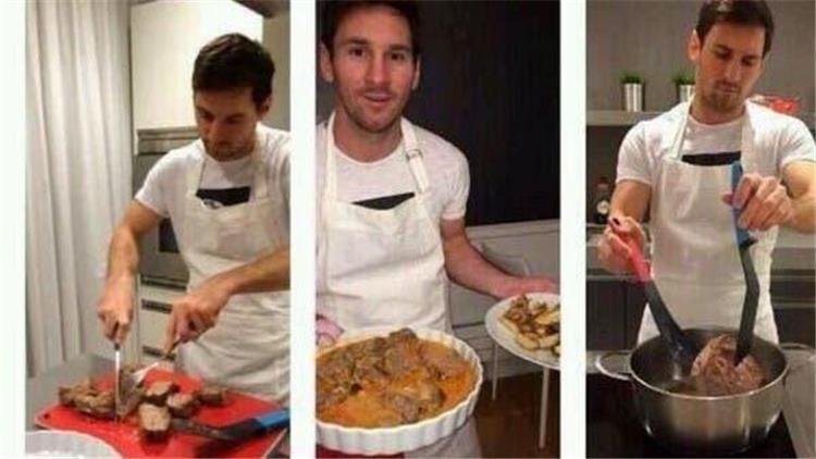 ليونيل ميسي خلال طهي الطعام قبل استقبال لاعبو برشلونة
