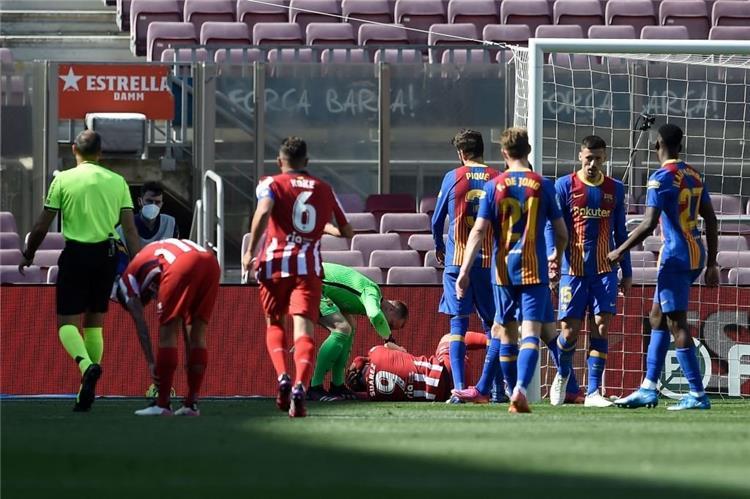 من مباراة برشلونة وأتلتيكو مدريد