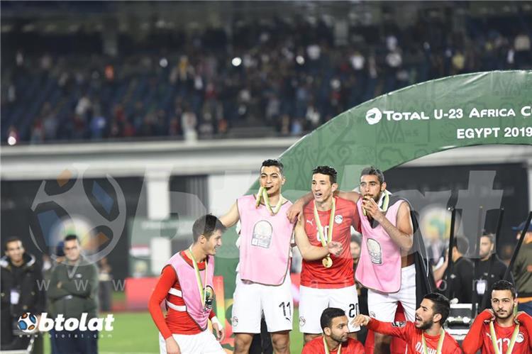 لاعبو منتخب مصر الاولمبي يحتفلون بالتتويج بكاس امم افريقيا