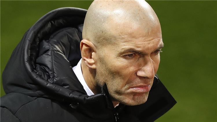 تقارير: زيدان يُخبر لاعبي ريال مدريد بقرار رحيله