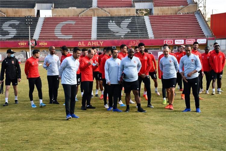 موسيماني مع لاعبي الأهلي
