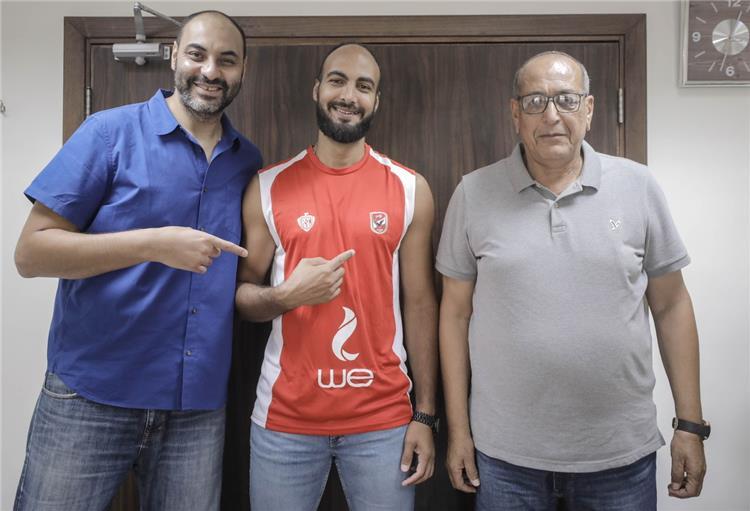 مروان سرحان لاعب السلة يوقع رسميا للاهلي