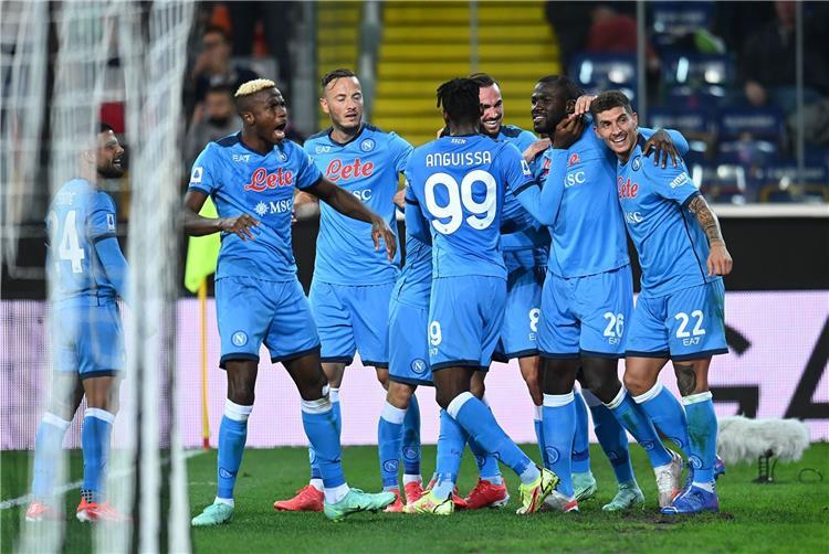 فيديو | نابولي يتصدر الدوري الإيطالي برباعية أمام أودينيزي