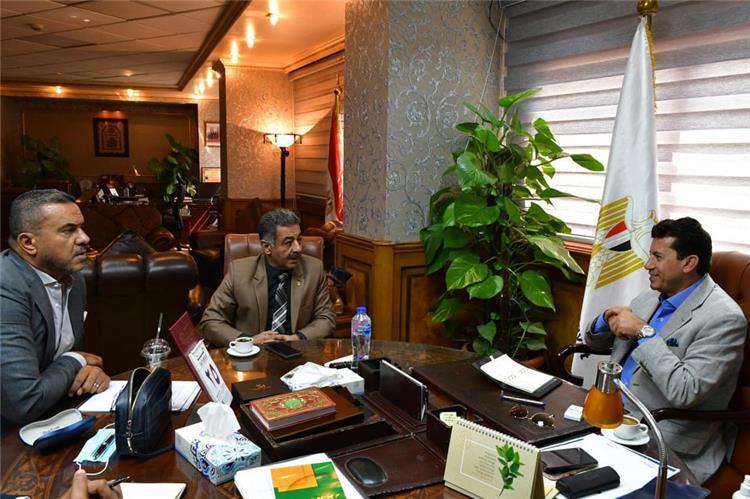 أشرف صبحي مع رئيس اتحاد السلة