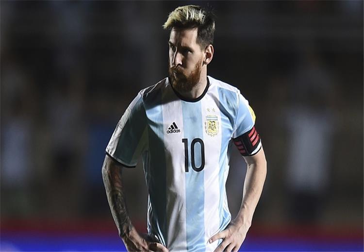 """#سوشيال_بطولات.. صحفي أرجنتيني """"كاره لميسي"""" يسخر من شقيقته ويصرح: لا أجادل النساء في كرة القدم"""