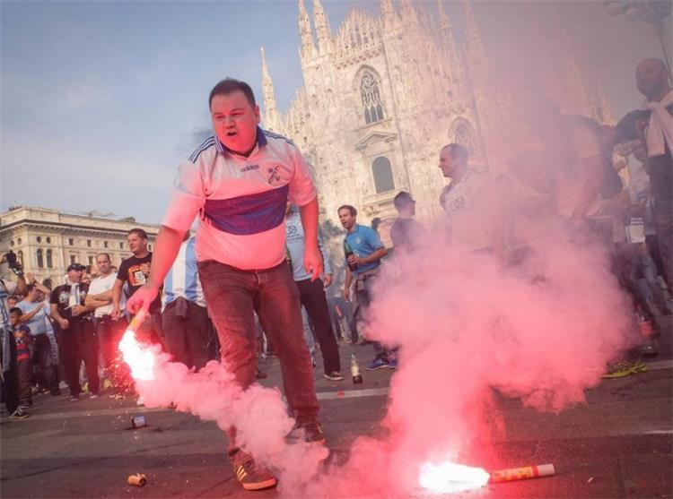 جماهير رييكا الكرواتي تثير الشغب في مدينة ميلانو