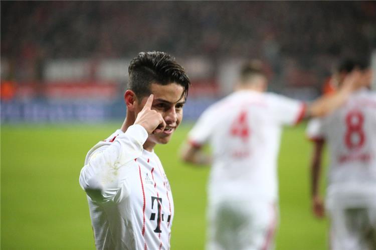 بايرن ميونيخ يتخطي باير ليفركوزن بثلاثية في الدوري الألماني